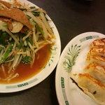 日高屋 - 焼き餃子、レバニラ炒め