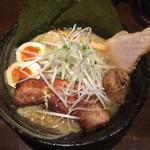 らーめん空 - 3種の肉盛り味噌ラーメン