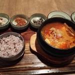 韓食 古家 - 魚介の純豆腐チゲ定食