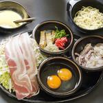 お好み焼き 道とん堀 - 麺・豚肉とたっぷりキャベツに魚介をプラスしたボリューム満点 焼き名人 道とん堀流 広島焼きミックス