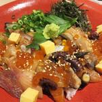 魚バカ一代 大漁旗 - 特盛海鮮丼 1,000円。
