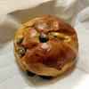 ベーカリー&カフェ・デルパパ - 料理写真:黒豆パン ¥190