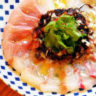 北海道から送られてくる厳選お魚をお店で捌いてお出しします。
