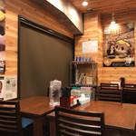 鍋焼きラーメン専門店 あきちゃん - 店内の雰囲気