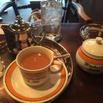 宮越屋珈琲 - ミルクコーヒーで頂きます
