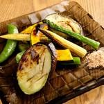 季節野菜の炭火焼きグリル
