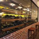 66753579 - そのワインセラーにはワインがぎっしり。