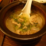 魚と日本のお酒 むく - 牛筋と新玉ねぎの黒コショウ煮込み