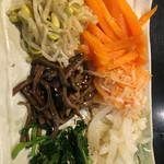 炭火焼肉 成根苑 - 料理写真:ナムル6種盛り合わせ