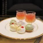 ストリングス ラウンジ - 1段目 2種のグレープフルーツのジュレ・スワンのバニラクリーム・シャイニーフロマージュポップ☆
