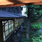 66755485 - 厠からお庭を。今時期は開け放たれた窓からここを眺めながら。