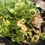 お好み焼工房 とん鉄 - 若鶏の九条葱盛せ