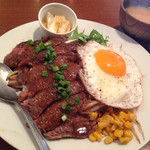 鉄板素材 - ビーフステーキ丼 ¥1,100