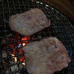 河伯菜館 - ロースを焼き♪焼き♪