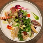 66762269 - イタリアンサラダ Variante風(スペルト小麦と浅利のパンツァネッラ、貝類と山菜のインサラータ)
