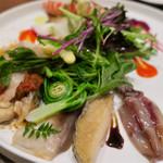 66762271 - イタリアンサラダ Variante風(スペルト小麦と浅利のパンツァネッラ、貝類と山菜のインサラータ)