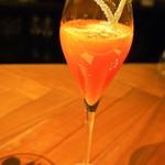 フィナンシェ - 4月のデザートコース(カンパリとブラッドオレンジのシャンパンカクテル ライムの香り)