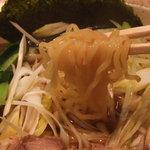 ラーメンレストラン 日高 - 中太縮れ麺