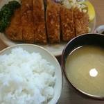とんかつ高田 - 料理写真:ロースかつ定食(税込み1000円)