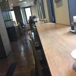 花茶屋 - 長いカウンター席