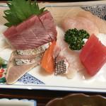 びんび - 天然鯛や鰆の刺身が750円(税込)なんです!