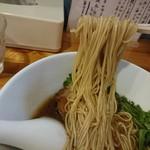 極汁美麺 umami - 醤油ら~めん 麺リフト