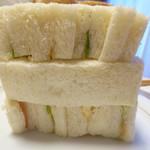 のらくろ - 三段にサンドイッチが重なっている