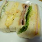 のらくろ - お土産サンドイッチには、4種類のサンドイッチが入っています