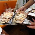 ビストロ ダイア - グラタンになる予定の海老の足!!!(容器になっている殻の大きさにも注目してください)