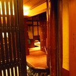 銀平 - ☆入口のドアの中は暖色系で温かい雰囲気です☆