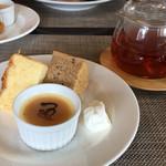 Pancia Guancia - デザート盛り合わせと紅茶