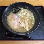 ラーメン拳 - 豚骨醤油、700円です。