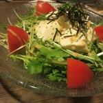 個室×新潟地酒 十米 - おぼろ豆腐と水菜の胡麻サラダ