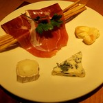 66802542 - 生ハムと3種チーズの盛り合わせ