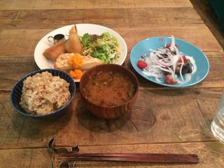 フォノカフェ - 玄米ゴハンとオカズ3品