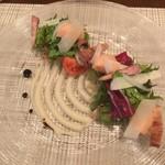 66811279 - ホタテ貝と自家製ベーコン グリーンアスパラガスのサラダ