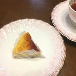 ママン オヴァール - テイクアウトしたこんがりチーズケーキ180円