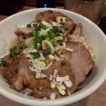 担々麺 七福朗 - 小さくねえやΣ(゚Д゚)!チャーシュー丼