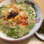 博多金龍 - 料理写真:ピリ辛ネギラーメン=540円 背脂トッピング=30円