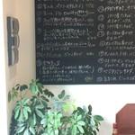 パニーノ専門店 ポルトパニーノ - 壁のパニーノメニュー、カウンター席側の壁に移動しましたよ(^^♪(2017.5.10)