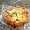 菓子とパン 大楠 - 料理写真:きのことベーコンのもちもちピザ(420円)