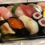 ちよだ鮨 - 料理写真:ちよ折・こはく 799円。