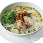 ピリ辛挽肉入り豆乳スープのフォー