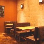 丸福珈琲店 大丸心斎橋店 - 直線的なデザインでモダンな感じです。