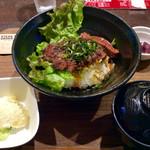 ステーキ食堂BECO - 「特選ハラミステーキ丼(シングル150g)」(950円税込)。