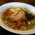 福寿円 - 料理写真:「ラーメン」のスープは、昔の鶏ガラ風の懐かしい味