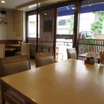 キッチンカフェ ペスカ - テーブル席