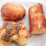66837213 - 春巻き包みの揚げピロシキ                       はちみつとクリームチーズ                       マスタードフランク