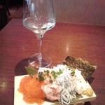 Tokyo Rice Wine - こぼれ寿司ハーフ880円+日本酒500円
