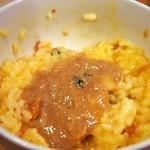 麺屋 極鶏 - 玉子かけご飯(鶏だくスープをかけてみた)